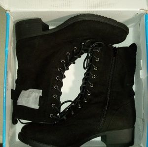 Womens rougue boots size 9